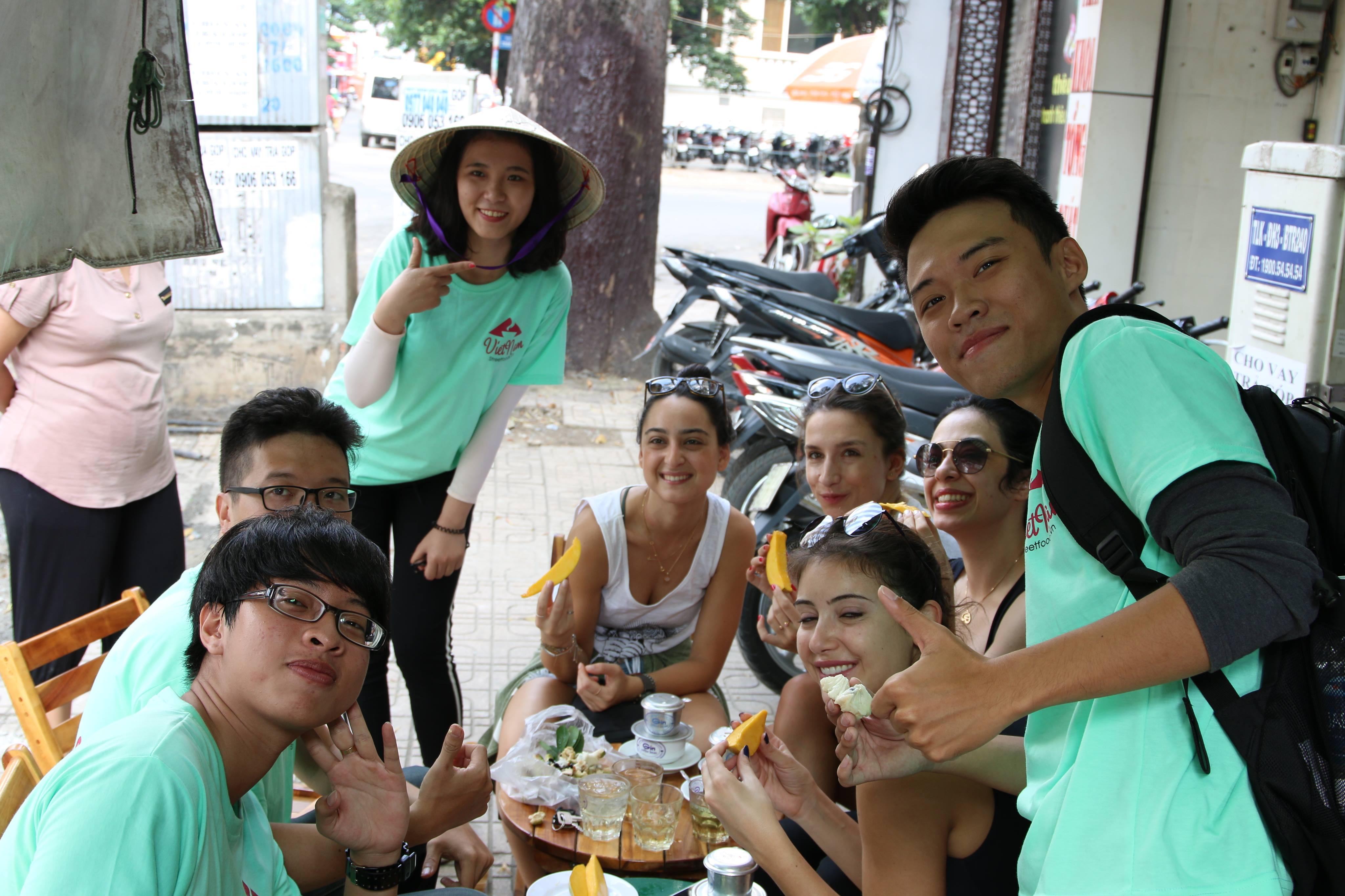 street food tour in saigon