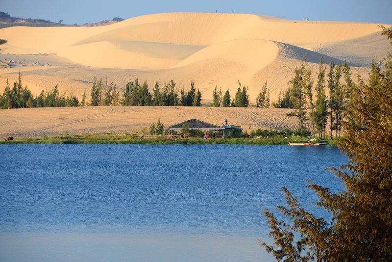 sand white lake ( phan thiet)